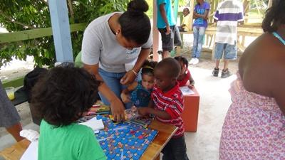 Projects Abroad volunteer interactive with children in Belize