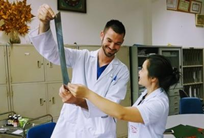 A Medicine Elective intern and a local doctor examine an x-ray together at our volunteer placement in Vietnam.