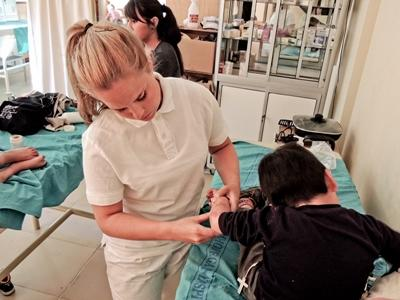 Physiotherapy Elective student helps a child in Bolivia