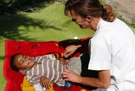 A volunteer interacts with a patient on a Physiotherapy placement in Ethiopia
