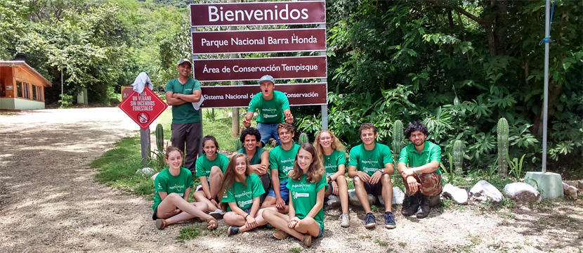 Middle school students on an international experietntial learning project pose while at their placement in Costa Rica