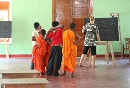 A qualified English Teacher uses a blackboard to teach a language lesson to local children at our volunteer placement in Sri Lanka.