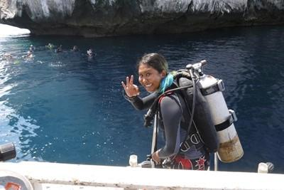 Projects Abroad volunteer diving at the conservation project.