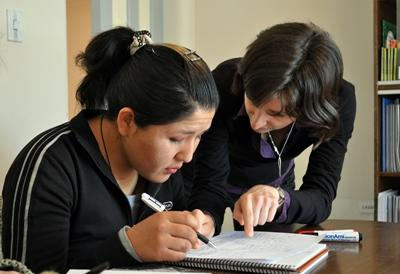 A Projects Abroad Teaching volunteer works with a student in Bolivia
