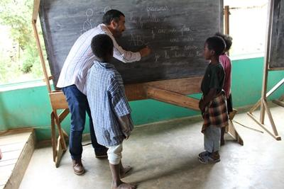 Projects Abroad staff member teaches children French at one of the local schools.