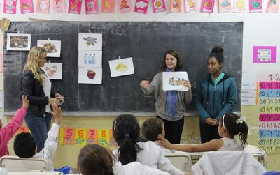 Projects Abroad volunteers teaching German to Argentinean students